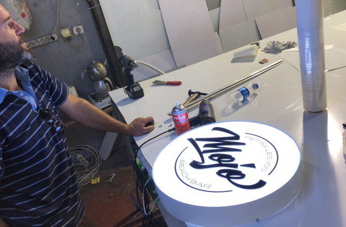 Daire ışıklı pleksi logo tabela