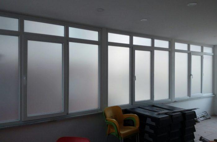 Ofis içi buzlu cam folyo uygulama