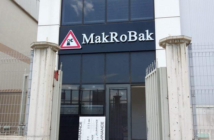 Makrobak için yapılan kutu harf