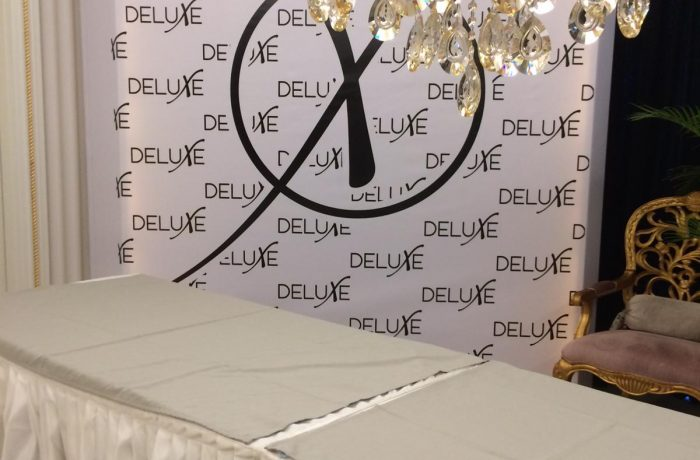 Deluxe Oval stand