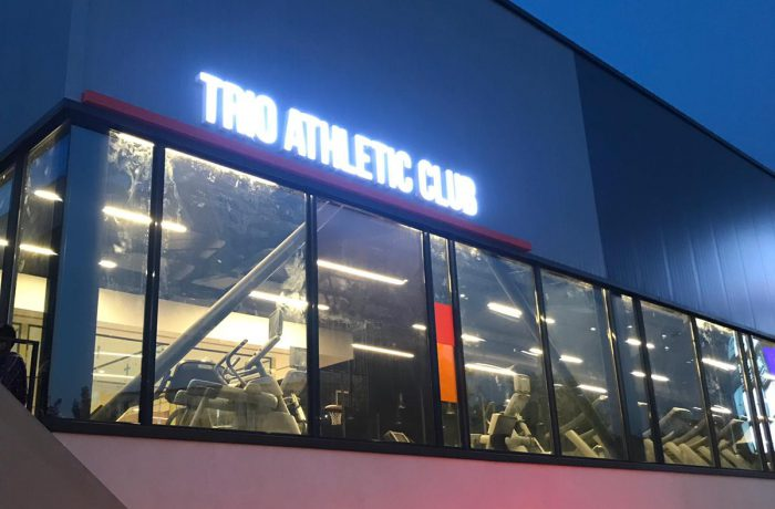 Trio Athletic Club ışıklı tabela