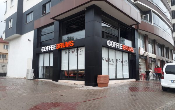 Caffe Brums kutu harf tabela